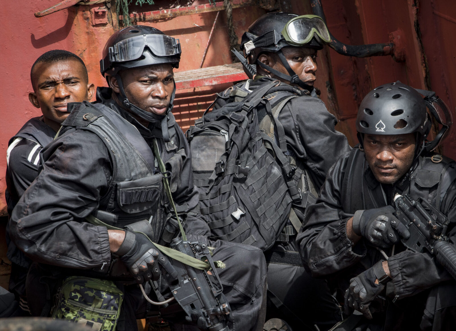 Губернатор Нигерии требует 100 тысяч военнослужащих для подавления мятежа
