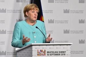 Германия приступает к ослаблению условий карантина