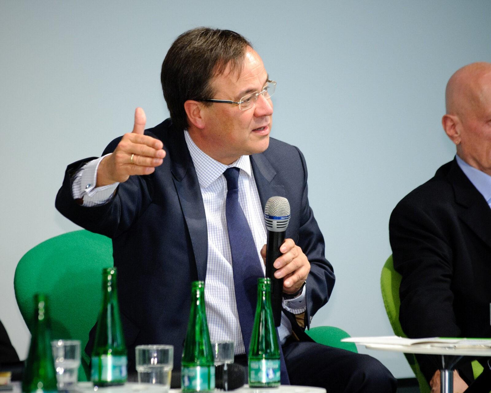 Германия подводит итоги и планирует снятие ограничений социального дистанцирования