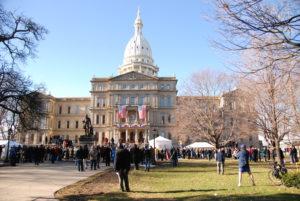 Жители Мичигана вышли на митинг против режима самоизоляции