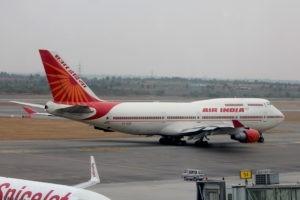 Индийские авиакомпании возобновят внутренние рейсы с 25 мая